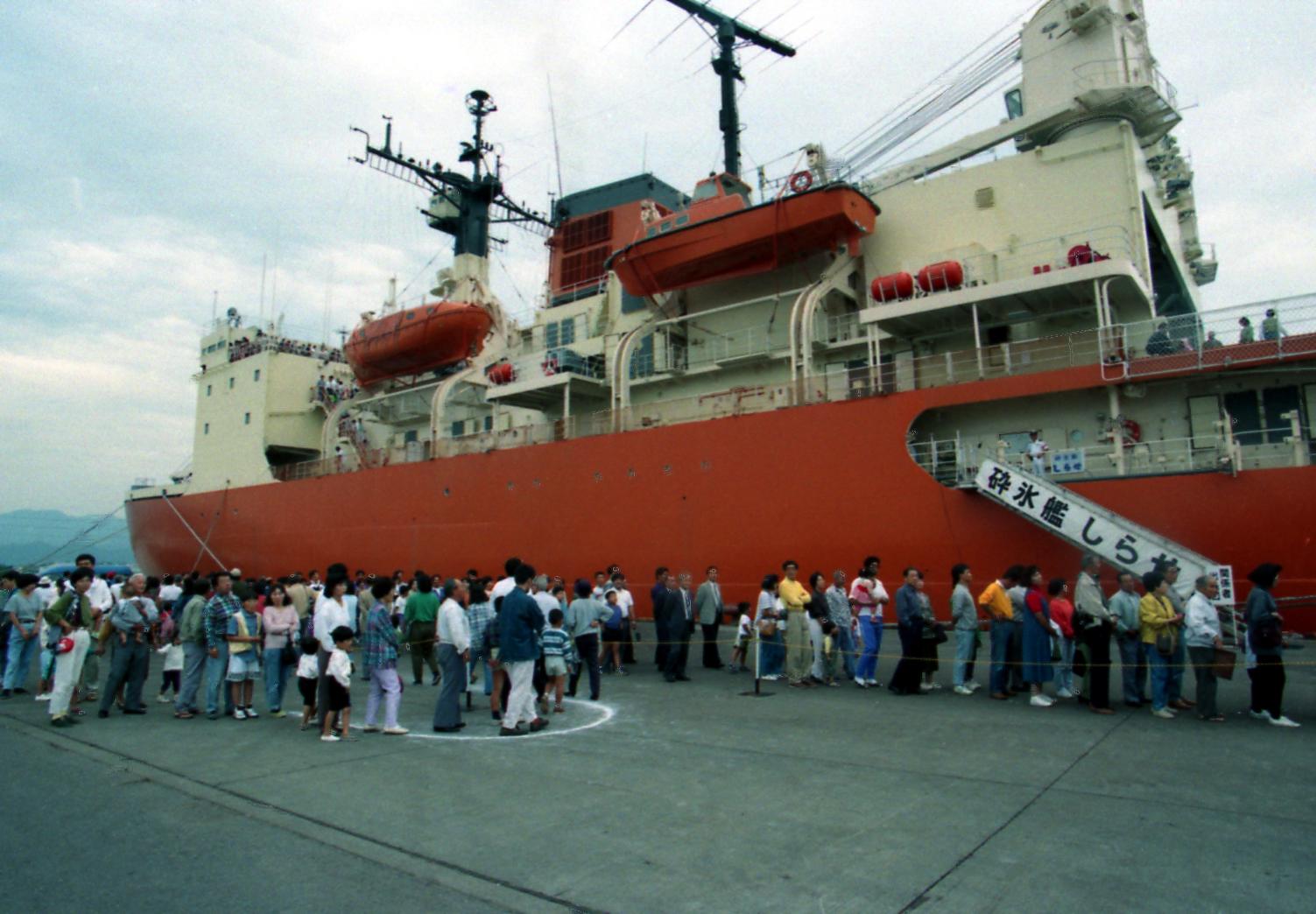 南極観測船「しらせ」入港